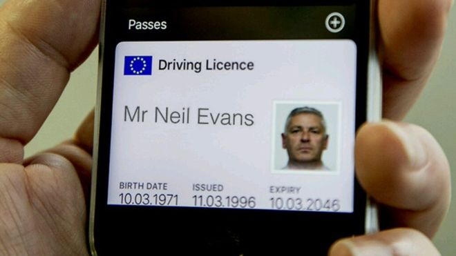 До 2018 британські права будуть у смартфонах