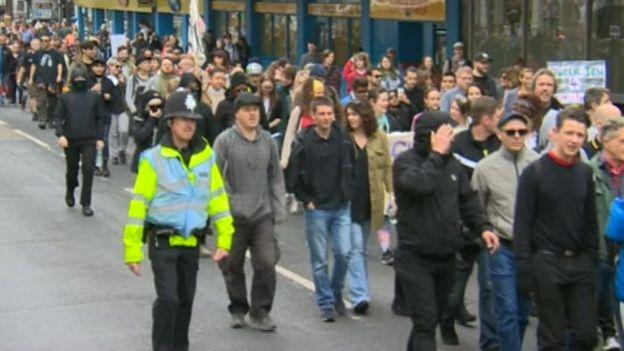 Дванадцять заарештовано за протести проти міграції у Брайтоні