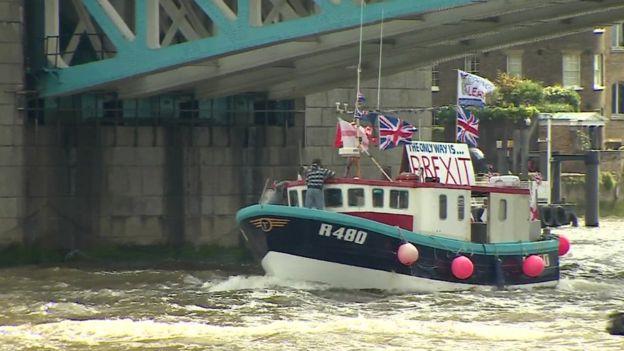 Референдум : У Лондоні на Темзі морський бій