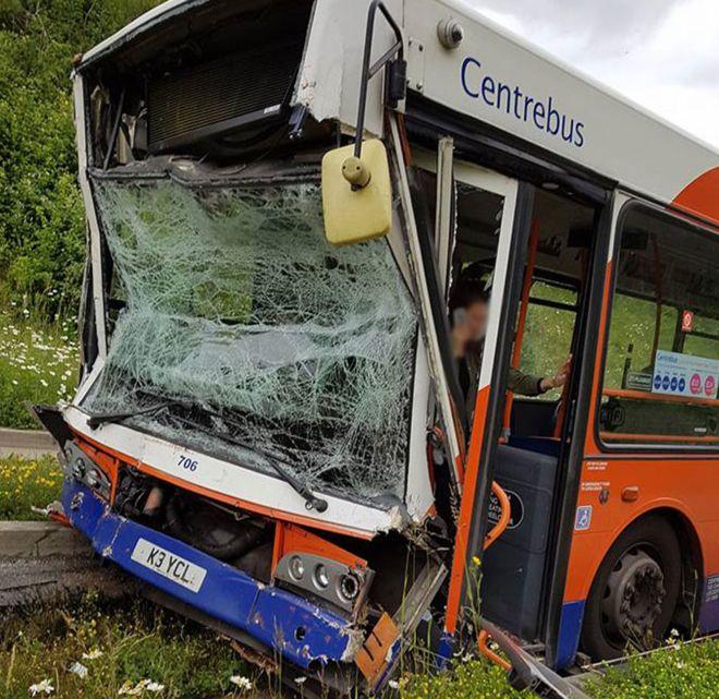 17 Поранено після зіткнення автобусів у Л'ютоні